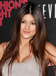 file_3372_kylie-jenner-long-straight-brunette-hairstyle-highlights-275