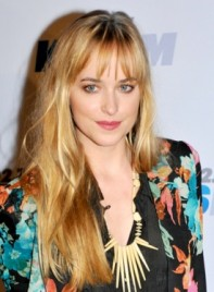file_3496_dakota-johnson-long-tousled-blonde-hairstyle-bangs-275