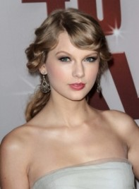 file_3599_taylor-swift-curly-ponytail-romantic-blonde-275
