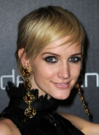 file_3668_ashlee-simpson-short-straight-chic-blonde-275