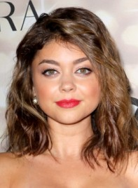 file_3951_sarah-hyland-funky-medium-brunette-wavy-hairstyle-275