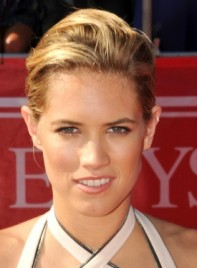 file_4083_cody-horn-short-chic-blonde-updo-hairstyle-275
