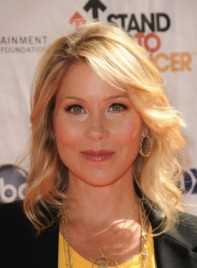 file_4419_christina-applegate-wavy-blonde-275