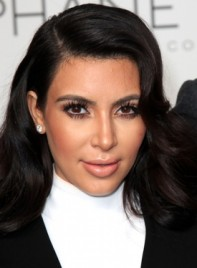 file_4721_kim-kardashian-long-wavy-tousled-black-hairstyle-275
