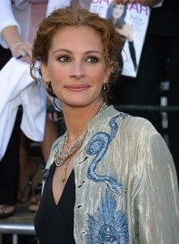file_5169_julia-roberts-curly-updo-275