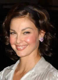 file_5256_ashley-judd-curly-bob-brunette-275
