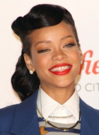 file_5371_rihanna-long-black-edgy-wavy-hairstyle-275