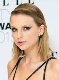 file_5384_Taylor-Swift-Medium-Straight-Blonde-Edgy-Hairstyle-275