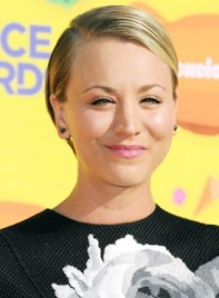 file_5875_Kaley-Cuoco-Short-Blonde-Straight-Sophisticated-Hairstyle-275