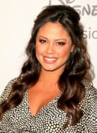 file_58991_vanessa-minnillo-long-wavy-brunette-half-updo-hairstyle_01-275