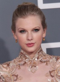 file_6182_taylor-swift-updo-romantic-party-blonde-NEW-275
