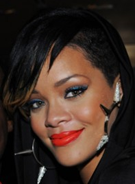 file_6_6358_copy-rihannas-bold-eye-makeup-05