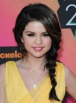 file_25_6571_selena-gomez-braids-and-twists-sophisticated-chic-02-200