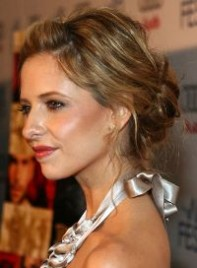 file_5_6571_sarah-michelle-gellar-highlights-updo-tousled-brunette-04-200