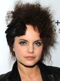 file_5_6901_worst-hair-2010-so-far-mena-suvari-04