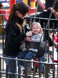 file_23_7511_cute-celebrity-kids-jennifer-garner-violet-affleck-11