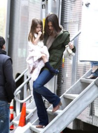 file_3_7511_cute-celebrity-kids-katie-holmes-suri-cruise-02