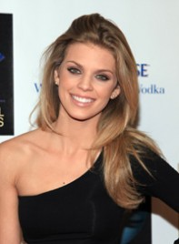 file_29_7741_ways-to-style-long-hair-annalynne-mccord-11