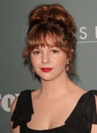 file_59332_amber-tamblyn-tousled-funky-brunette-updo-hairstyle-bangs-275