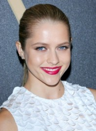 file_59601_teresa-palmer-chic-sophisticated-blonde-ponytail-hairstyle-275