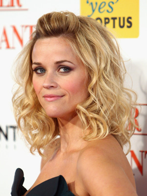 reese witherspoon wavy hairstyle
