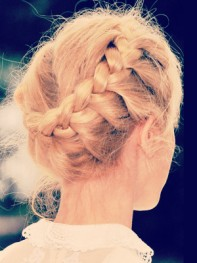 file_7_11431_frizzy-french-braid