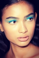 file_18_11651_eye-trends-turquoise-eyeshadow