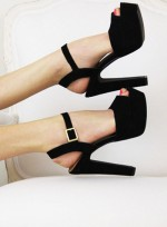 9 Perfect Sandal and Polish Pairings