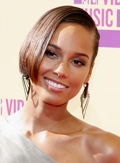 Alicia Keys' Short, Chic, Straight, Brunette Hairstyle