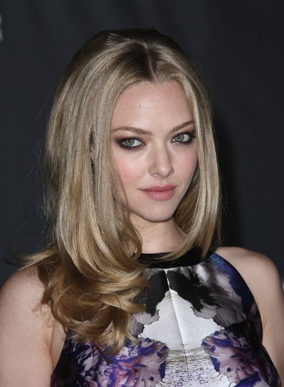 Amanda Seyfried Sexy, Chic, Straight, Layered, Blonde Hairstyle