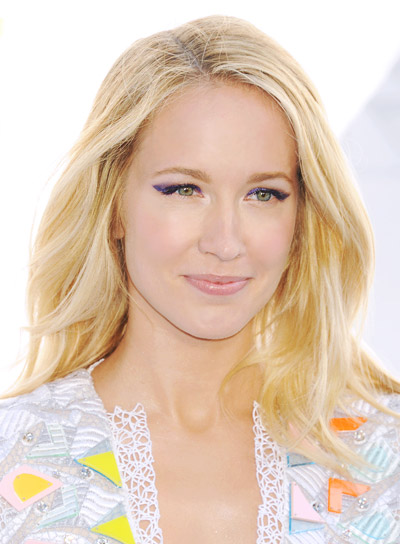 Anna Camp with a Medium, Blonde, Wavy, Romantic Hairstyle Pictures