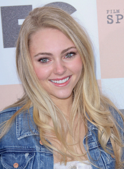 AnnaSophia Robb Long, Curly, Blonde Hairstyle