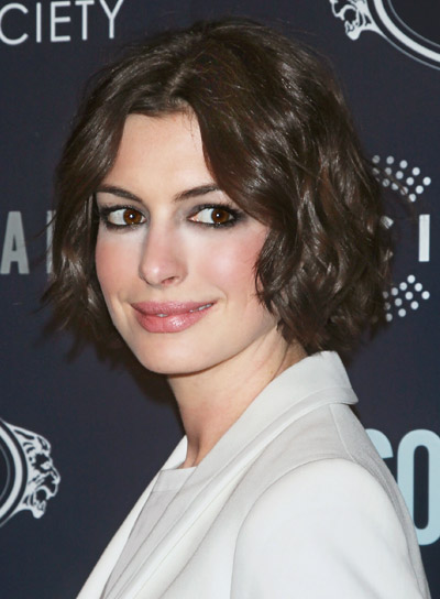 Anne Hathaway with a Short, Wavy, Brunette, Sophisticated Hairstyle Pictures, Photos, and More - Beauty Riot