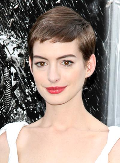 Anne Hathaway's Chic, Straight, Short, Brunette Hairstyle
