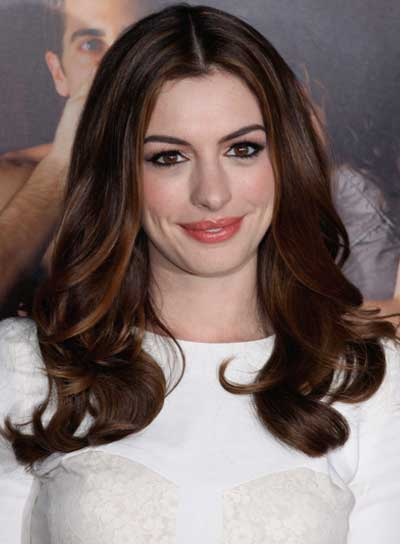 Anne Hathaway Long, Chic, Brunette Hairstyle