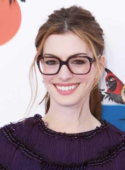 Anne Hathaway Chic Ponytail