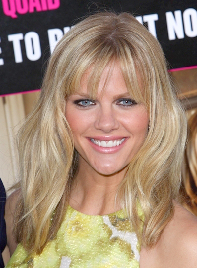 Brooklyn Decker S Medium Tousled Blonde Hairstyle With Bangs