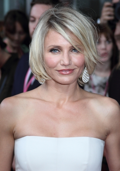 Cameron Diaz S Short Blonde Chic Hairstyle With Bangs