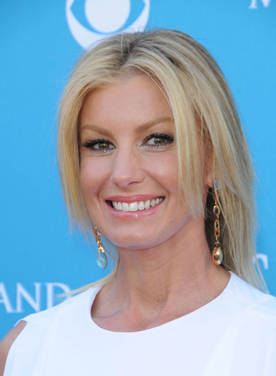 Faith Hill Straight, Chic, Blonde Hairstyle