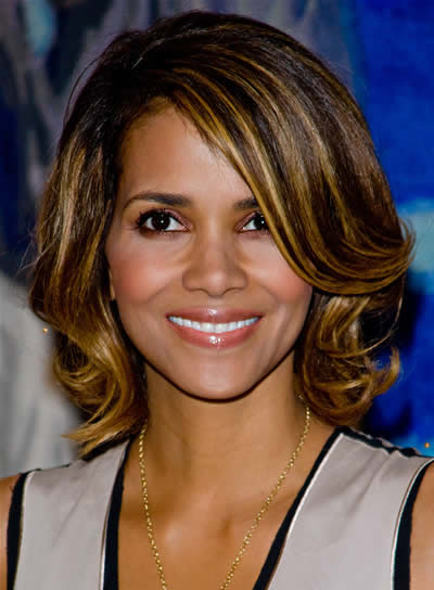 Halle Berry Wavy Bob with Highlights