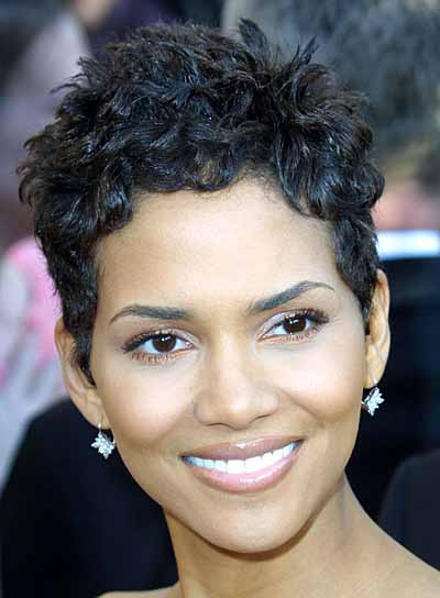 Halle Berry Short, Black Hairstyle for Oval Faces