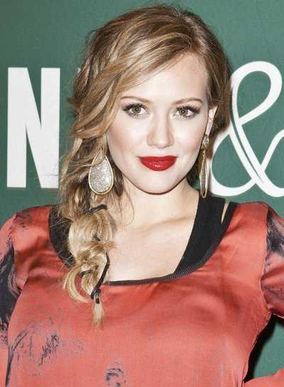 Hilary Duff Sexy, Funky, Blonde Hairstyle with Braids and Twists