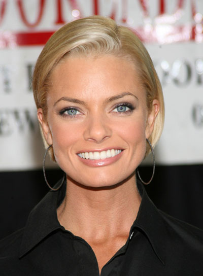 Jaime Pressly Short, Straight, Chic, Blonde Bob