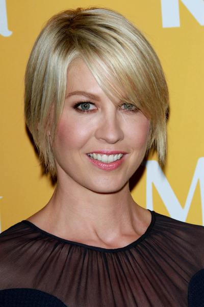 Jenna Elfman's Short, Blonde, Edgy Hairstyle