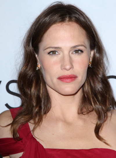 Jennifer Garner Wavy, Tousled, Brunette Hairstyle with Highlights