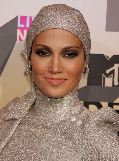 Jennifer Lopez Brunette, Funky Updo