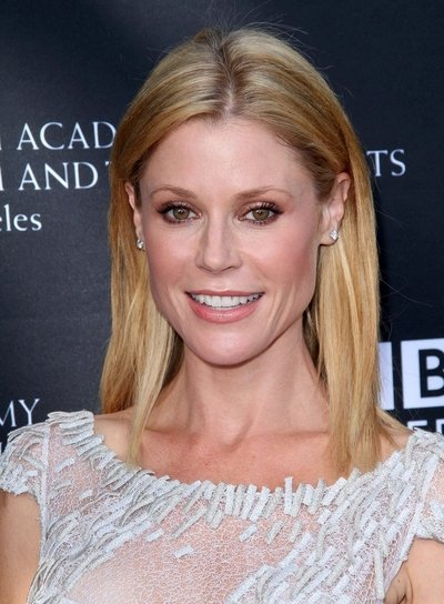 Julie Bowen Straight, Chic, Blonde Hairstyle