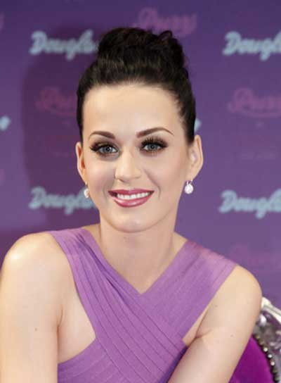 Katy Perry Chic, Black Updo