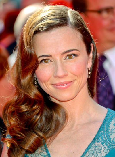 Linda Cardellini's Long, Curly, Brunette, Sophisticated Hairstyle
