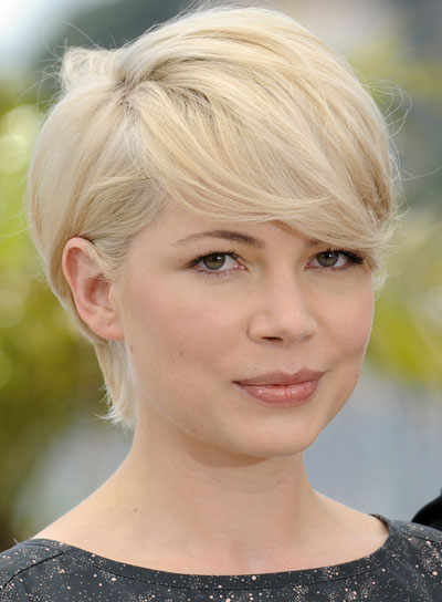 Michelle Williams Straight, Chic, Blonde Bob